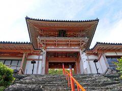 楼門  慶長10年(1605年)の建立。入母屋造、本瓦葺き 重文