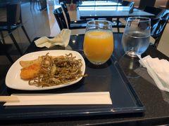 北京行は朝09:05発なのでかなり早朝から羽田に移動。無事到着したので軽食を。
