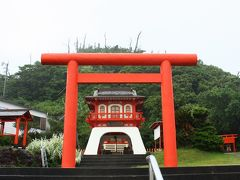 浦島太郎の絵本に出てくるような神社。
