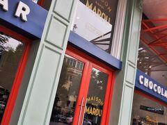 ちょうど正午になるところです。お目当てのショップに来ました~。高級(←実際に高いです)チョコレートショップ Maison Marou Hanoiです。  ホーチミンに1号店があり、2017年夏、ハノイに2号店がオープンしました。 創業したのはフランス人ふたりだそうです。