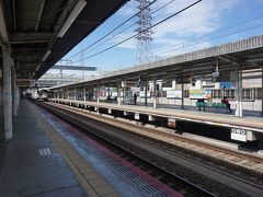 ●地下鉄竹田駅  竹田駅に戻って来ました。 真ん中は地下鉄の線路。 両端は近鉄の線路。 ちょっと特殊な駅です。