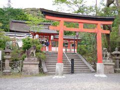 宇治川を渡ったところにある宇治神社です。  平等院の地主神として祀られていた神社で、宇治上神社と摂社になっています。  昔は、平等院に参詣する前にこちらに立ち寄り、宇治川を渡って参詣に訪れるのが基本だったそうな。