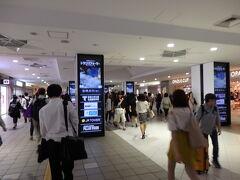 札幌駅に戻って来ました。  時刻は18:20です。 予定より1時間早く着いたので、1本前の列車に乗れそうです。