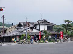 その前に、宇治川のたもとにある通圓さん、このお店で休憩します。  2013年にもSさんと一緒に来たのを覚えています。