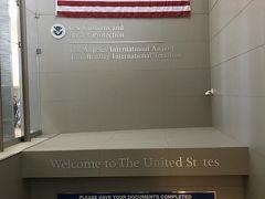 12:50(現地時間)  ロサンゼルス国際空港(LAX)到着!  本来KIX17:45ーLAX12:05の予定でしたが、出発がかなり遅れたので到着も遅れました。  そのせいか他の到着便とかち合って、入国審査が激混み!!  ESTAの機械認証?は15分ほどで終わったのですが、入国審査が終わるまでにトータル1時間半くらいかかりました・・・_  ̄ ○ ツカレタ