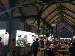 マリーナからこんなに遠いと思ってなくて めっちゃ歩いて…やっと到着(゚Д゚;)  21:15 ラオパサフェスティバルマーケット ここで、サテを食べたくて♪