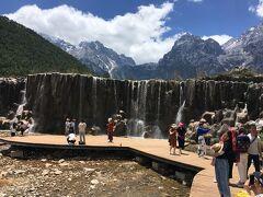 滝となって「聴濤湖」に注ぎます。