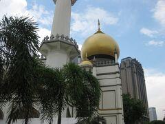 サルタン・モスクは、この辺りの中心的存在。