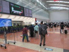 第2ターミナルです。 ANAに乗るのは10何年かぶりになります。。 これからはJALだけにこだわらずANAにもお世話になるつもりです。 プレミアムクラスでゆったり旅できるのも魅力なので。