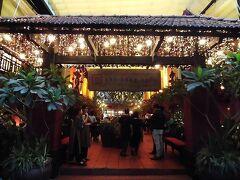 プールでのんびり過ごした後は夜ご飯。ホテルから10分程の場所にある「ニャーハンゴン(Nhà Hàng Ngon)」へ。