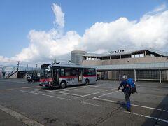 六日町駅前から南越後観光バスで登山口の清水へ。 運賃470円のほかに荷物代100円がかかりました。交通ICカードは使えません。 乗客は登山者3名のみでした。  南越後観光バス http://www.minamiechigo.co.jp/