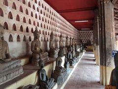 15:00位にワット・シーサケートに入る。仏像が一杯で、すごい。仏像と並んでしばし記念撮影だ。
