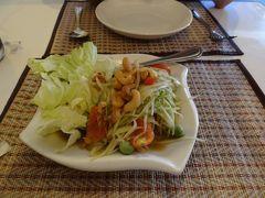 16:50位にラオス最後の晩餐はラーオ・キッチンへ。パパイヤサラダ。