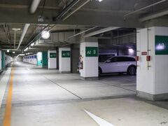 C2五反田出口から10分ほど。大崎ニューシティの地下駐車場(約120台)へ。 B1階は契約車、B2階が一般車。宿泊者は1泊2,000円。