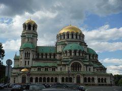 コプリフシティツァ帰りから日没まで、残りのソフィア有名建造物を巡ります。アレクサンダルネフスキー寺院は金色のドーム天井が美しいです。