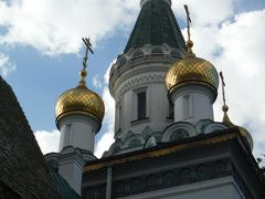 聖ニコライ教会はブルガリア正教ではなくロシア正教を祀るために建てられたそうです。金色ドームの形がアレクサンダルと違ってますね。