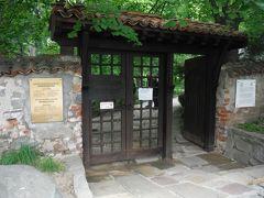 ボヤナ教会の門です。ブルガリアの門は日本の門と似ている時があります。