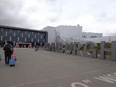 ダブリンからRynairで1時間10分、13:45p.m.エディンバラ空港に着きました。 さて、2都市目の旅の始まりです。
