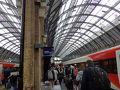 エディンバラから4時間少々12:45p.m.ロンドン到着!駅の雰囲気からワクワクしました。