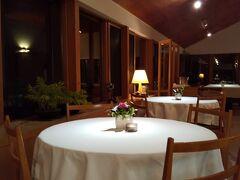 息子に連れて行ってもらった真狩村のレストラン マッカリーナ。 宿泊もできる森の中のレストラン。 景色も良いのでしょうが、雷雨の夜でした。  公共交通機関では行かれません。