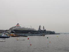 山下公園から見ると大きさの違いが一目瞭然。 asukaⅡは護衛艦いずもより大きいのです。