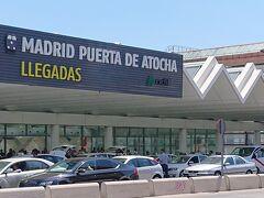 マドリードのアトーチャ駅に着きました。バルセロナと違って気温が30度を越えていて、暑いです。