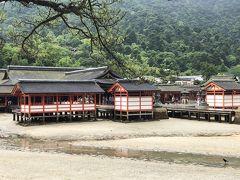 干潮の厳島神社が見えてきました。