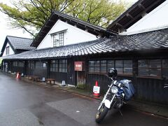 たまったま小雨になったから、酒田の山居倉庫見に行きましたっ
