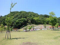 懸念していた猛暑もなく、天気が良かったことから歩いて高崎駅を目指してみることに。 まずは錦山荘さんから下った所の道を少し登った場所にある「観音山公園」へ。