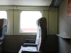 私が「MAX」の指定席を利用する際は、いつもここ。一部車両にある「平屋席」は、席数が少ないので、落ち着いていてゆっくり過ごせます。