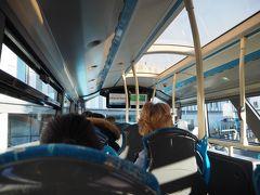 エディンバラ空港からは二階建てバスで中心まで移動します。 24時間、週に7日間運行