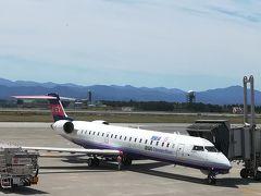 5月22日 水曜日、1日目 好天。 旅の始まりは最寄りの小松空港から11時05分発福岡行きのNH3185便。機材はボンバルディアCRJ700NG。
