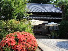 日蓮宗寺院の妙祝寺は、伊予西条藩主一柳直盛の室が深く不動尊を信仰し、江戸麻布桜田町(現港区六本木)の屋敷内に創建しました。大正3年(1914)当地へ移転しています。
