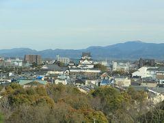 車窓より。  途中に見えた岸和田城。(多分) こんな街中にドーンとあるなんて。次はこちらも行ってみたい。
