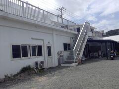 急いでるけど、見たかった式根島で知った新島のドミトリー宿!  ここに泊まりたくなって、飛行機の高額な変更手数料払うか迷ったほど^^;  けど、ドミトリーで5000円って・・・・ハワイ以上の価格やんっ><