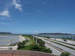 ホテルに戻る途中に、海中道路へドライブ 干潮でイマイチ