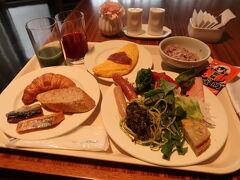 サンシエロで朝食