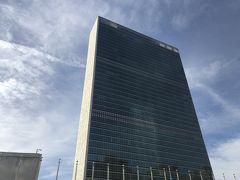 前回は入った国連。 今回はその前で激しくこける。 久々のこけっぷり。 パンツ丸見え、恥ずかしいわ、情けないわ…  オツレさんこの転け方なら そんなに怪我をしないやろと 冷静に対応。