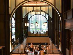 『迎賓館赤坂離宮』の参観後は、四ツ谷から東京に移動して新丸ビルでランチにしました。