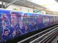 プロンポン駅からエカマイ駅まで移動します。 アベンジャーズの宣伝列車です。 広告列車が頻繁に通ります。