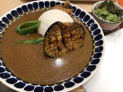 京都からの帰り、新幹線までの時間にパパッと京都駅の中でご飯食べました♪  私は賀茂茄子のカレー☆なすが美味しいし、黒七味を足しても美味しい◎