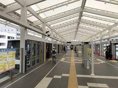 新駅を利用するのは初めて。 工事の様子をずーっと見てきたので、ワクワク! 逆走事故があったばかりだけど…。(^^;