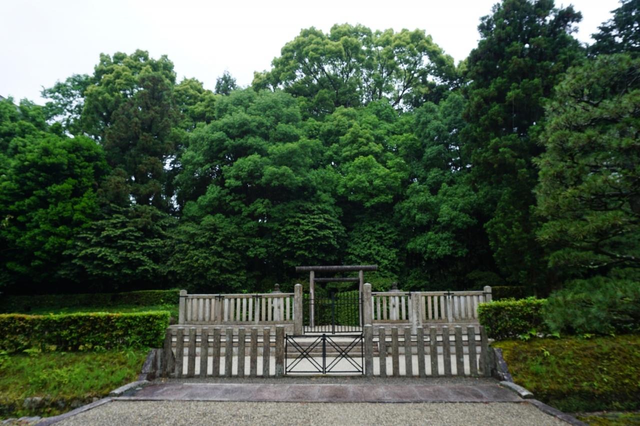 弘文天皇 長等山前陵 [こうぶんてんのう  ながらやまさきりょう]  第39代 弘文天皇の御陵です。