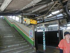 行きは中央本線まわりで、帰りは小諸から高崎回りを考えたが、 時間と料金がかかりすぎるので同じルートで帰ることにした。 特急ではないので高尾駅で松本行きに乗り換えです。