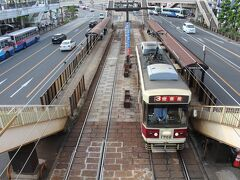 長崎駅から電車で移動します。