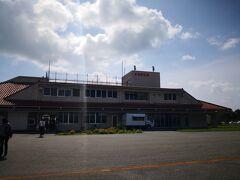 多良間空港に到着。 到着口にはお出迎えのAさんとKさんがいらした。 ありがとうございます。