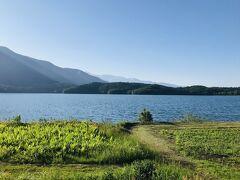 予定時間を大幅に遅れて、、、白馬方面へ車を走らせます~  途中の青木湖は、とても静かな湖面…