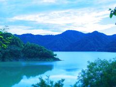 宝仙湖にある展望スポットからの景色。たっぷり時間をつかった一日だっただけに、もう夕暮れもほんのすぐ。紅葉・雪・新緑の時季もいいかな?とふと考え始めたのがここの風景にあってのことだったような・・・。