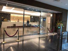 羽田空港国内線⇒バス移動⇒国際線へ 手荷物検査は優先ラインだったのですぐに中へ  羽田国際空港のサクララウンジで朝食!
