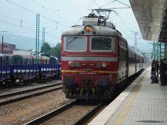 景勝路線をセッテンブリで降り、急行に乗り換えブルガリア第二の都市プロブディフに着きました。